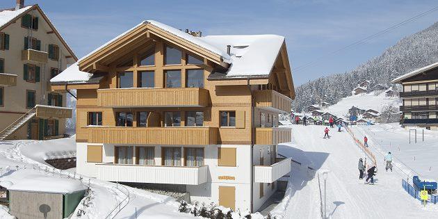 Architekt Heinz Kammer plant und baut in Wengen bei Interlaken Mehrfamilienhäuser und Wohnungen im ortstypischen Chaletstil